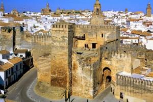 000 Muralla desde torre san Pedro - Andalucía Film Commission